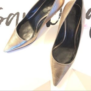 Burberry Gold Heels
